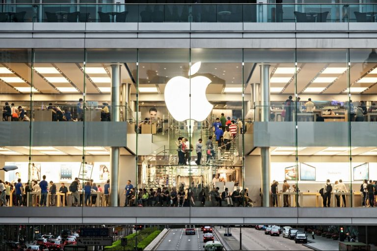 Apple Opens All of Its Shops within the US, After Being Closed for a 12 months